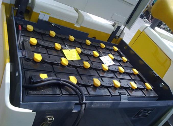 电动叉车蓄电池充电室的管理